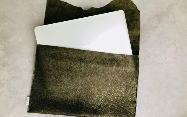 heb_custom_007_laptopsleeve_groen_4